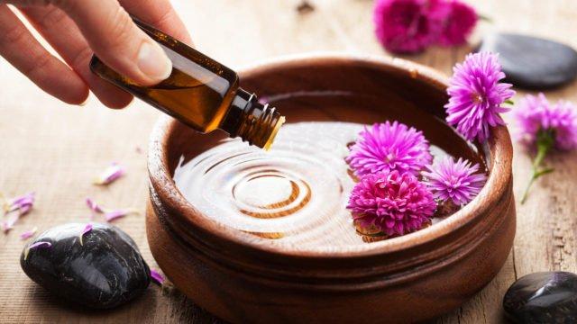 По своему составу растительные косметические масла и эфирные масла во много раз превосходят даже самые элитные косметические товары