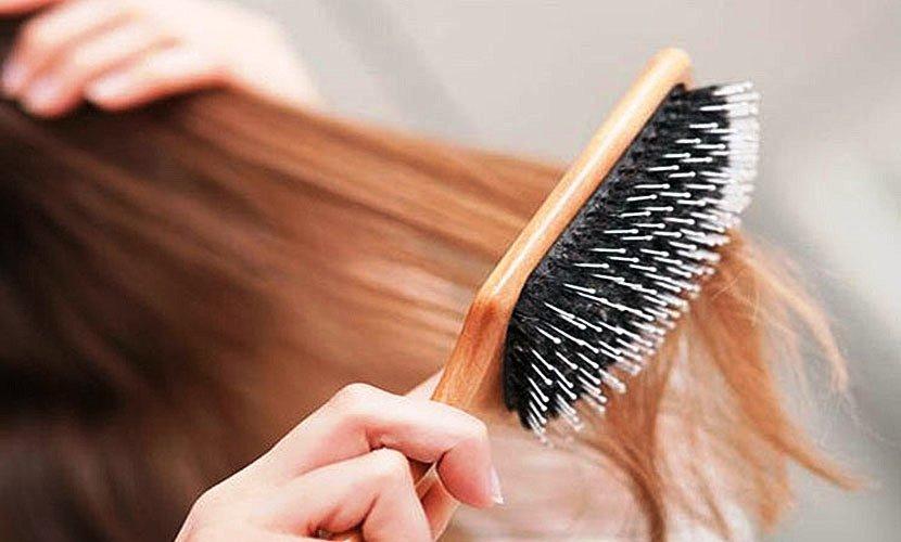 Выпадение волос у женщин: возможные причины