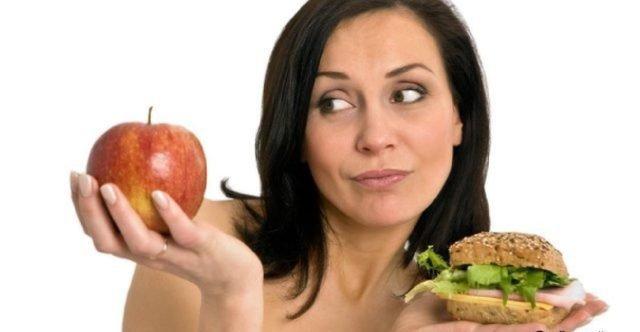 Женщина с яблоком и бургером