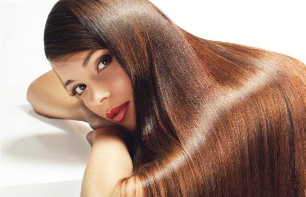 Девушка с длинными красивыми волосами