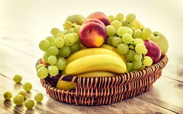 фрукты в вазочке