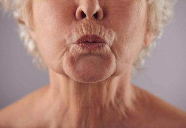 губы пожилой женщины