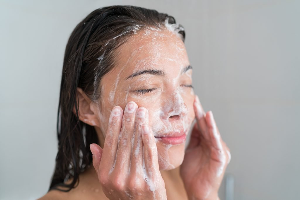 https://news.in-cosmetics.com/wp-content/uploads/2018/02/bigstock-Skincare-woman-washing-face-in-132051059-1-1.jpg